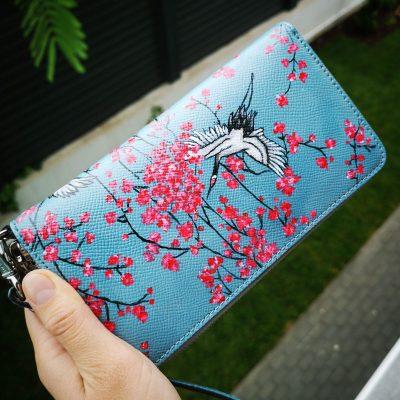 portofel dn piele pictat manual cu flori japoneze si pasari